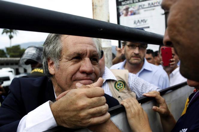 Luis Almagro lors d'une visite à Cucuta, principal point d'entrée des réfugiés vénézuéliens en Colombie, le 14 septembre.