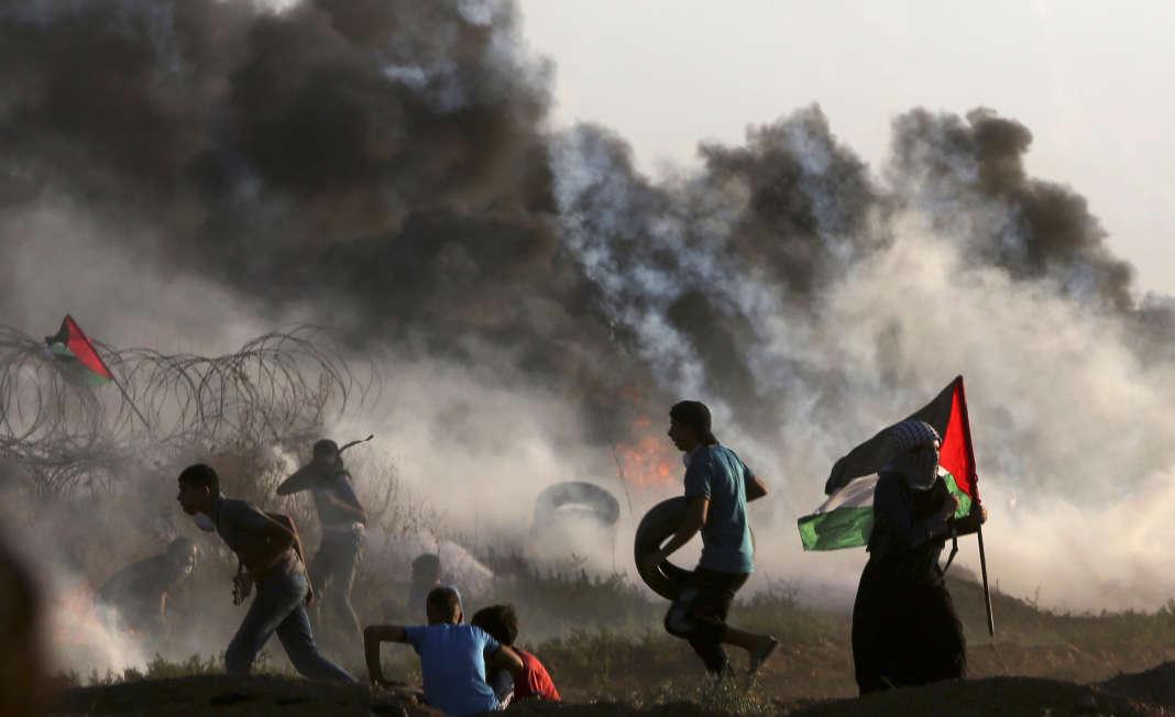 Affrontements entre manifestants palestiniens et soldats israéliens à la frontière entre Gaza et Israël, le 14 septembre.