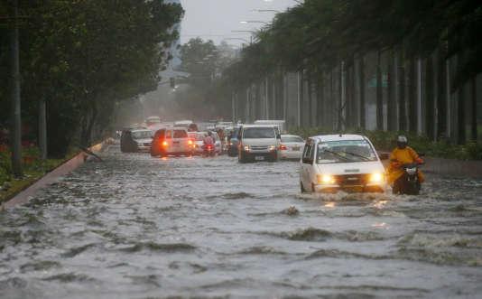 A Manille, après les fortes pluis amenées par le typhon Mangkhut, le 15 septembre.