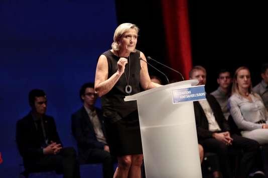 Marine Le Pen mise sur la fibre identitaire