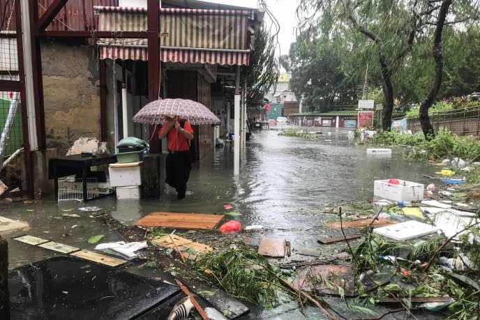 A Hongkong, après le passage du typhon Mangkhut, le 16septembre 2018.