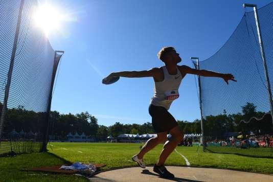 Kevin Mayer, nouveau détenteur du record du monde du décathlon avec 9 126 points, à Talence (Gironde), le 16 septembre 2018.