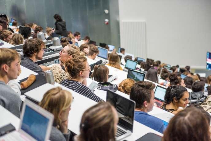 1 328 cursus anglophones sont proposés dans les universités françaises en septembre 2018, contre 850 en 2014.