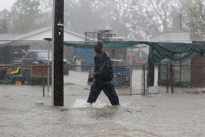 Une rue inondée par le passage de la tempête Florence à Dillon, en Caroline du Sud, le16septembre.