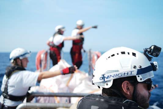 L'équipage de l'«Aquarius» s'arrête en mer pour simuler des exercices de sauvetage. Dès le 17 septembre, le bateau dépassera la Sardaigne et continuera sa route vers la Libye.