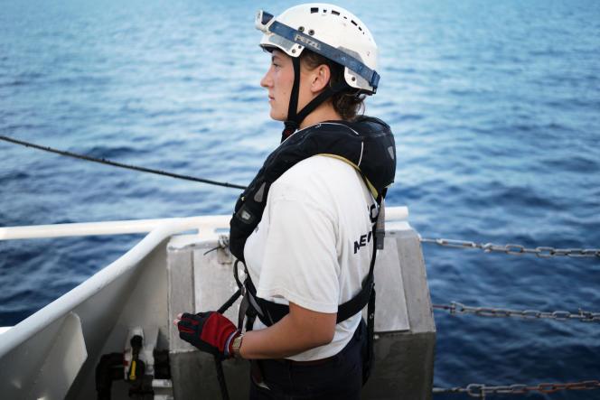 Charlotte Bridgham, membre de SOS Méditerranée. A bord de l'«Aquarius» lors d'une simulation d'exercices de sauvetage en mer. Le 16 septembre 2018.