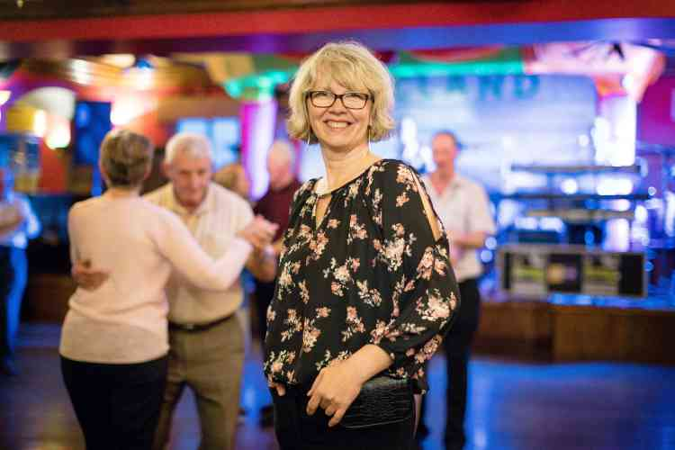 Ricarda T. est venue Düsseldorf (Allemagne). Elle pose pendant le bal de l'hôtel Hydro.