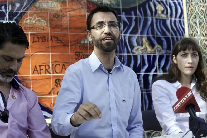 Aziz Abou Sarah annonce son intention d'être candidat à la mairie, devant l'hôtel de ville de Jérusalem, le 6 septembre.