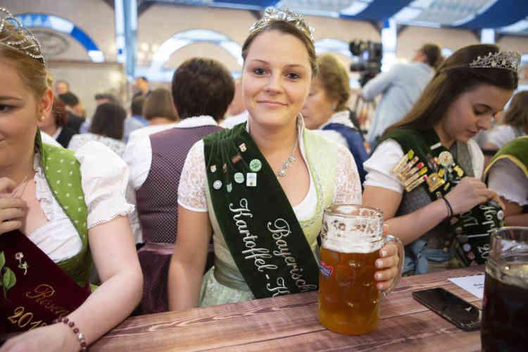 Ramona Glöckl, 20 ans, Miss pomme de terre Bavière 2018, est venue de Karlshuld : «Je n'ai peur de rien, dit-elle, je prends les choses telles qu'elles sont. »