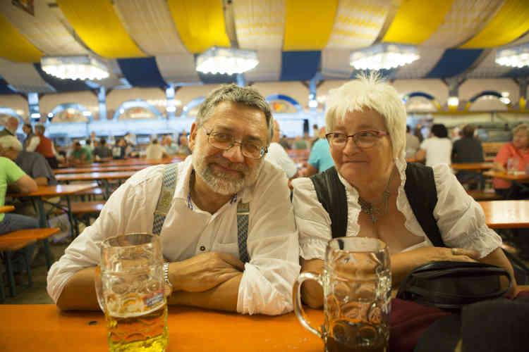 Klaus Bogisch (61 ans, à gauche) : « J'ai peur que l'UE ne disparaisse. Je suis encore sous le choc du Brexit. »