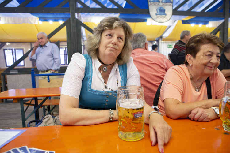 Ida Leopold (62 ans), membre de la CSU:« J'ai peur de la guerre. Le monde est dirigé par des personnages fous: Poutine, Erdogan, Trump, Kim Jong-un et Assad. Et si vous regardez du côté des migrants, vous voyez ce que ça donne. Et c'est toujours l'Allemagne qui trinque.»