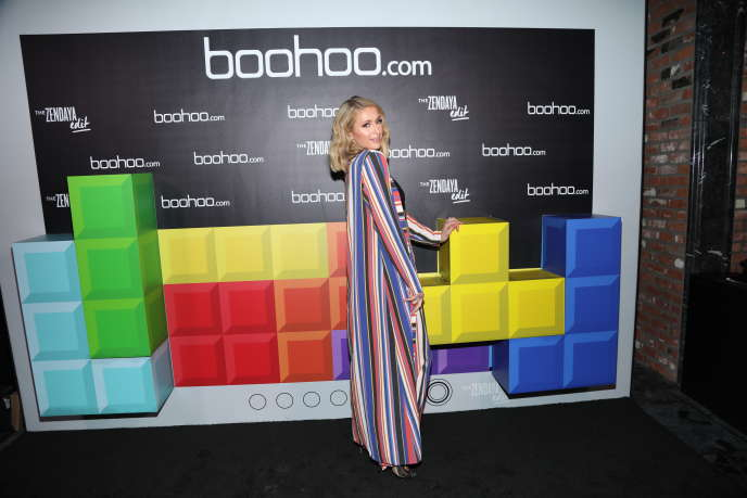 Paris Hilton, lors d'un lancement d'une collection du site britannique de mode Boohoo, à Hollywood, en Californie, le 21 mars