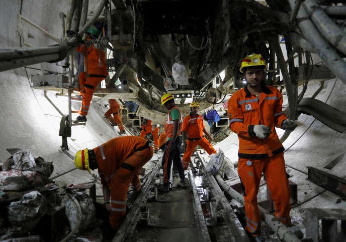 Construction de métro de Bombay par la Mumbai Metro Rail Corporation (MMRC),maître d'ouvrage du projet, le 3 janvier.