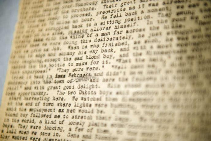 Un détail du manuscrit de « On the Road» de Jack Kerouac, publié en 1957, qui avait la forme d'un rouleau de papier de 36 mètres de long.