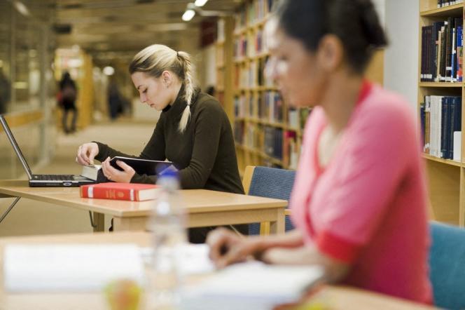 Etudiantes à l'université de Stockholm, en Suède.