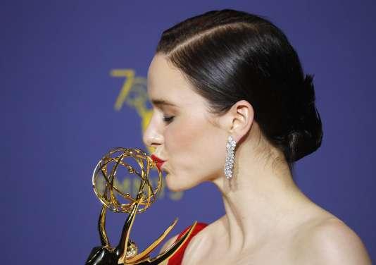 Rachel Brosnahan, sacrée meilleure actrice pour «Mme Maisel, femme fabuleuse», lundi à Los Angeles.