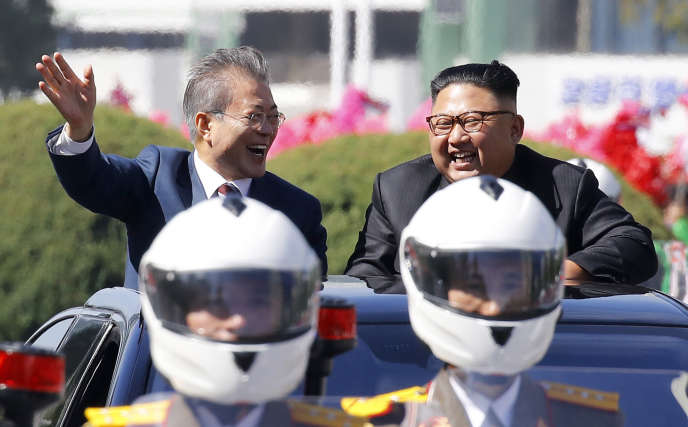 Le président sud-coréen, Moon Jae-in, et son homologue du Nord, Kim Jong-un, à Pyongyang, le 18 septembre.