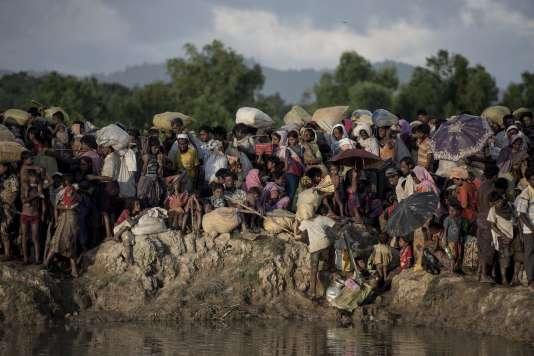 Des réfugiés rohingyas fuyant la Birmanie en octobre 2017.