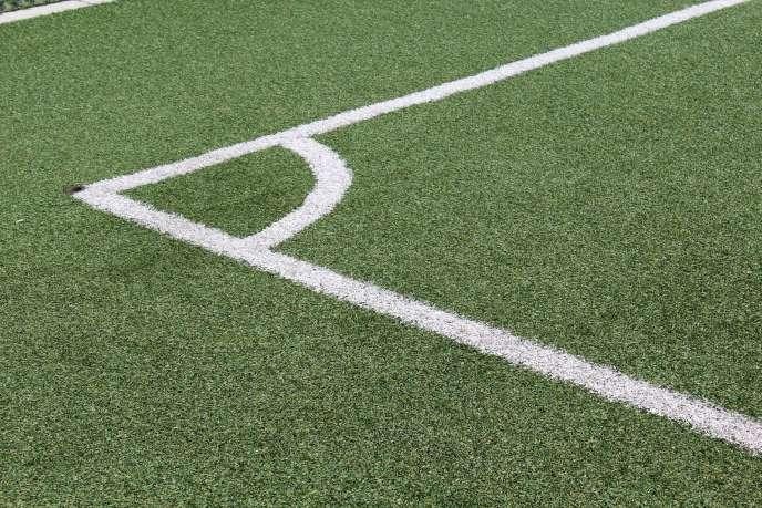 L'Anses avait été saisie le 21 février par plusieurs ministères afin d'évaluer les risques liés à l'utilisation croissante de granulats de pneus usagés dans les terrains de sport synthétiques.