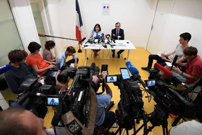 La procureure de la République Yolande Renzi et le directeur de la DIPJ de Strasbourg Christophe Allain, lors d'une conférence de presse, le 18 septembre.