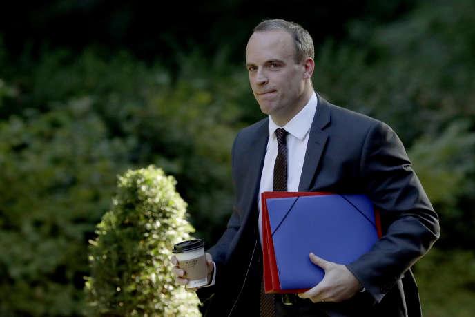 Le ministre du Brexit, Dominic Raab, à son arrivée à la résidence de la première ministre Theresa May, à Londres, le 13 septembre.