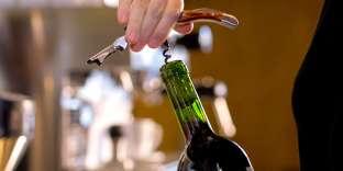 «Ne faudrait-il pas plutôt s'intéresser aux pratiques des consommateurs? En Chine, les autorités publiques favorisent la consommation de vin car elle correspond à des usages bien plus raisonnables que celle des spiritueux.»