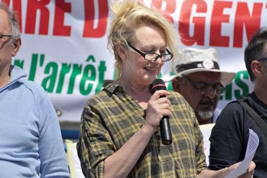 Martine Irzenski, lors d'une manifestation, en mai, contre la réduction des liaisons ferroviaires entre Argenton-sur-Creuse (Indre) et Paris.