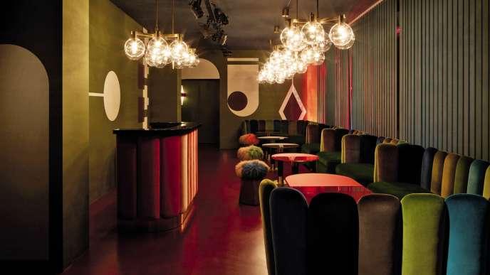 Chez Nina, à Milan, miniclub éphémère aux allures seventies né de la rencontre entre la galeriste Nina Yashar et l'architecte d'intérieur India Mahdavi.