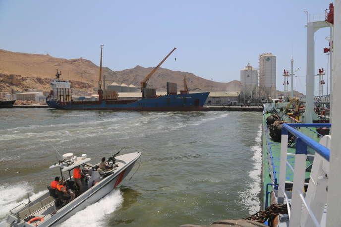 Dans le port de Moukalla (Yémen), les Emirats ont fourni des vedettes rapides aux garde-côtes, qui patrouillent sous leur autorité.
