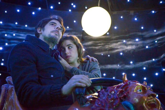 Damien Bonnard (Louis) et Adèle Haenel (Yvonne) dans le film « En liberté ! ».