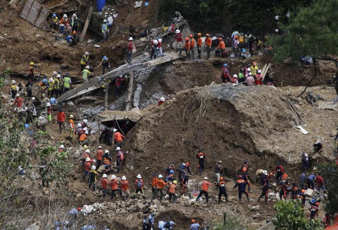 Les recherches se poursuivent à Itogon (Philippines), le 19 septembre.