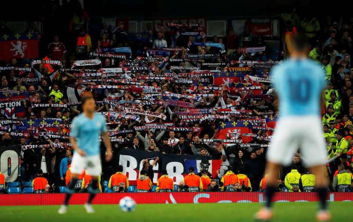 La tribune des supporteurs lyonnais dans l'Etihad Stadium de Manchester City, le 19 septembre.