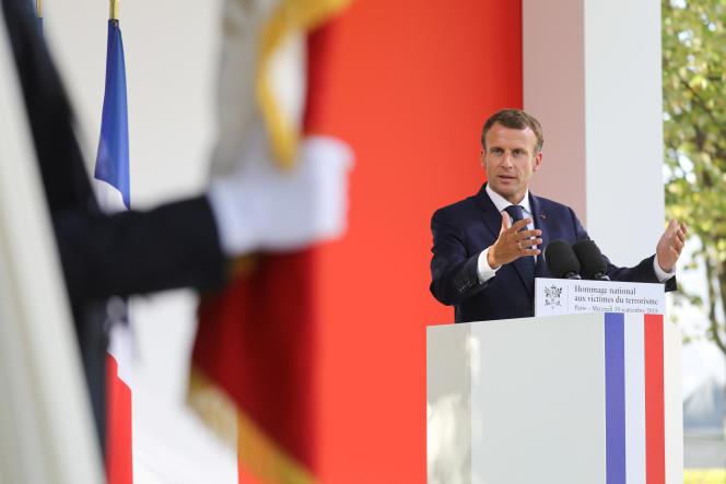 Emmanuel Macron aux Invalides, à Paris, lors de la cérémonie annuelle d'hommage aux victimes du terrorisme le 19 septembre.