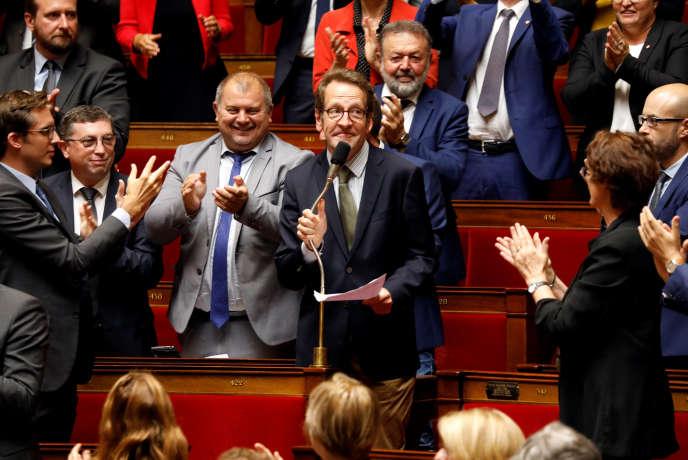 Gilles Le Gendre applaudi après son élection à la tête du groupe La République en marche, à l'Assemblée nationale, le 18 septembre.