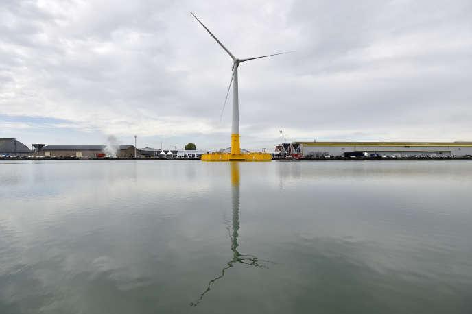 La première éolienne offshore flottante française, Floatgen, ici en octobre 2017, à Saint-Nazaire (Loire-Atlantique), lors de son inauguration.