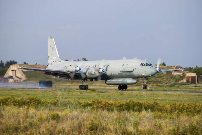 Un avion de surveillance russe Illiouchine Il-20 a été abattu par erreur lundi 17 septembrepar la défense antiaérienne de son allié syrien.