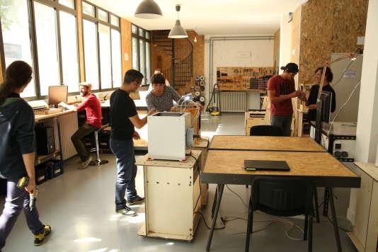 L'espace fab lab de La Machinerie, à Amiens, où l'on travaille le bois et la mécanique. Truffé de machines de fabrication numérique (imprimante laser, scanner 3D, fraiseuse numérique, découpe laser…), l'atelier est ouvert au grand public, aux novices comme aux utilisateurs chevronnés.