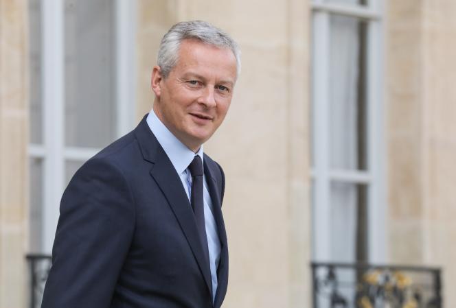 Le ministre de l'économie, Bruno Le Maire, quitte le palais de l'Elysée, à Paris, le 19 septembre 2018.
