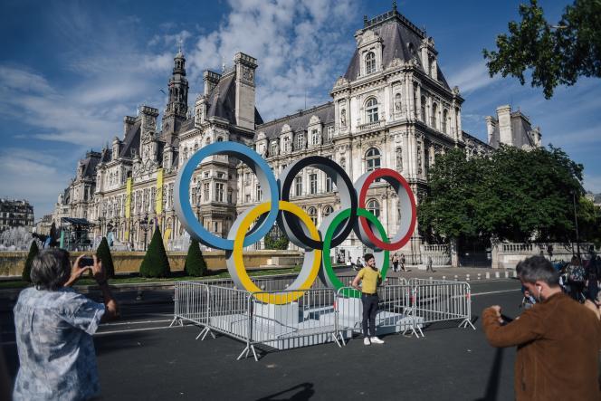 Devant l'Hôtel de ville de Paris, le 23 juin.