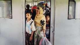 Le compartiment rohingya du trainentre les localités bouddhistes Zaw Pu Gyar et Sittwe de l'État du Rakhine (anciennement État d'Arakan).