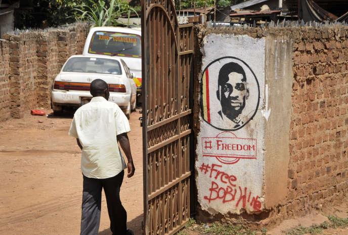 Un graffiti en soutienau député ougandais d'opposition et ancien chanteur Robert Kyagulanyi, alias Bobi Wine, à Kampala, le 20septembre 2018.