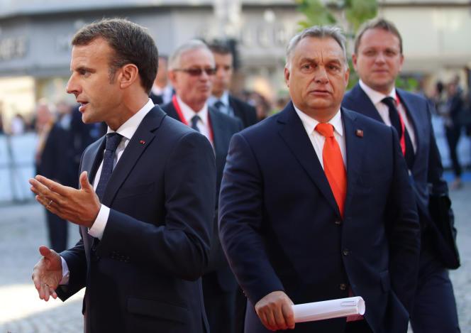 Emmanuel Macron et le premier ministre hongrois Viktor Orbanlors du sommet européen de Salzbourg (Autriche), le 20 septembre.
