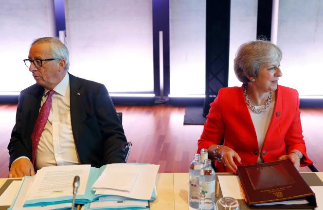 Le président de la Commission européenne, Jean-Claude Juncker, et la première ministre britannique, Theresa May, le 20 septembre, àSalzbourg.