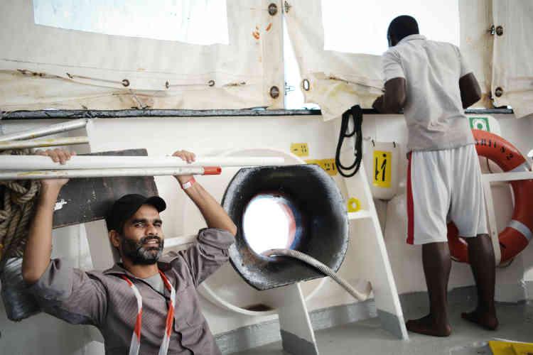 Le sauvetage a eu lieu à envrion 28 milles nautiques, face à la ville libyenne d'Abou Kammach.