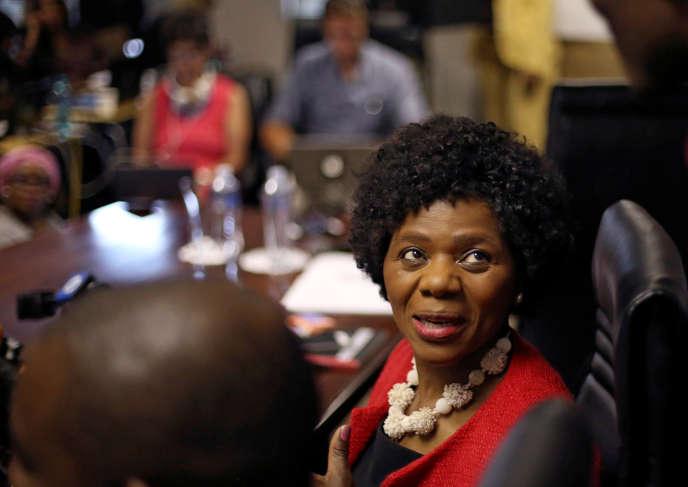 Thuli Madonsela avant sa dernière conférence de presse en tant que médiatrice de la République d'Afrique du Sud, àPretoria, le 14octobre 2016.