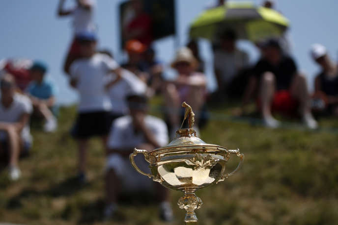Le trophée de la Ryder Cup 2018 présenté le dernier jour de l'Open de France, à Guyancourt (Yvelines), le 1er juillet.