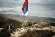 Kosovo, février 2008. Le drapeau serbe flotte sur les ruines de la forteresse de Zvecan,un fleuron du patrimoine kosovar,au nord de Mitrovica.