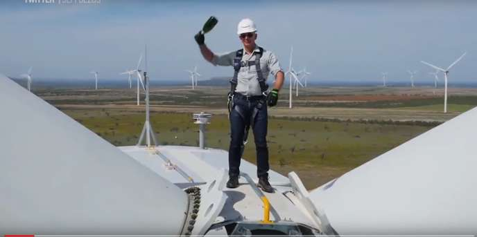 Jeff Bezos inaugure le parc d'éoliennes Amazon Wind Farm Texas, le 19 octobre 2017.
