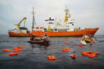 Lors d'un exercice de secours mené par l'équipage de l'«Aquarius» entreSfax (Tunisie) et Lampedusa (Italie), le 18 septembre 2018.