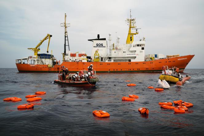 Lors d'un exercice de secours mené par l'équipage de l'«Aquarius» entre Sfax (Tunisie) et Lampedusa (Italie), le 18 septembre.